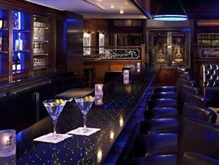 L'un des bars de l'hôtel