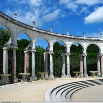 Versailles-bosquet-colonnade-ciel-arcade-ag